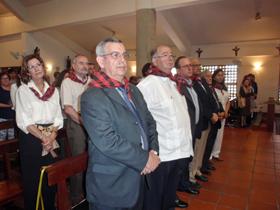 Antonio Pargada, acompañado de toda la directiva de la Agrupación Aragonesa de Venezuela, durante la celebración de la misa en honor a la Pilarica.
