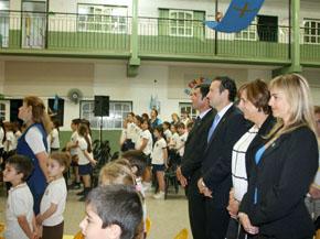 Guillermo Martínez, segundo por la izquierda, en el acto celebrado en el Colegio Covadonga de Santa Fe.
