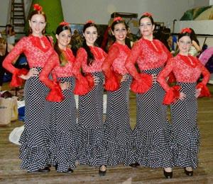 Integrantes del cuerpo de baile de la Agrupación Andaluza de Rosario.