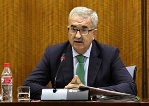 El consejero de la Presidencia, Manuel Jiménez Barrios, durante la presentación de los presupuestos en el Parlamento.