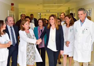 La presidenta de la Junta, Susana Díaz, durante su visita al Hospital de Valme en Sevilla.