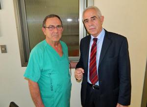 Miras con el doctor Manolo Garrido.