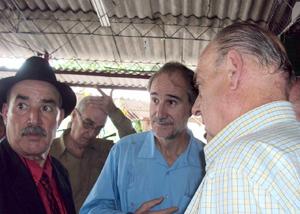 Reynaldo Rojas, el embajador y el empresario Abel Fernández, presidente del grupo Froxá.