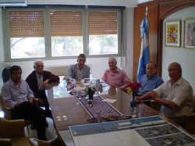 Manuel Cuesta, en el centro, y a su izquierda Antonio Reus, en la reunión con la directiva de la entidad.