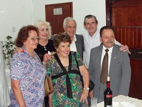 El presidente Eduardo Navarro (derecha de traje gris) acompañado de directivos y amigos.