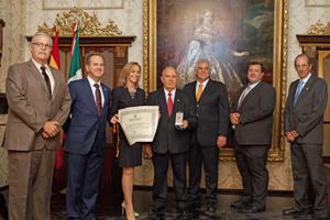 Directivos de la Sociedad Española de Beneficencia de Veracruz con la secretaria de Inmigración y Emigración.