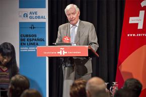 El director del Instituto Cervantes, Víctor García de la Concha, durante la presentación.