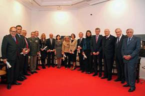 Los galardonados con el vicepresidente de la Xunta, Alfonso Rueda (cuarto por la derecha).