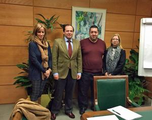 Eva Foncubierta, Rufino de la Rosa, Mario Alonso, vicepresidente de Feaer, y Pilar Burgos, presidenta de la Asociación de Emigrantes Españoles y Retornados de Asturias (AEERA).
