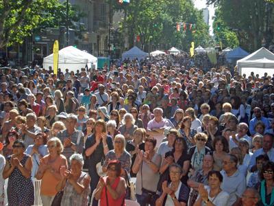 Miles de personas acudieron al 'Buenos Aires celebra España'.