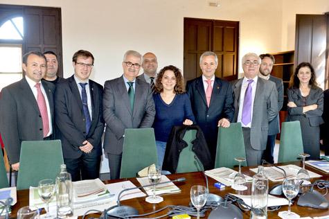 El consejero de la Presidencia, Manuel Jiménez Barrios (4º por la izquierda), participó en la reunión de las comisiones de trabajo previas a la celebración del VIII Consejo de Comunidades Andaluzas.