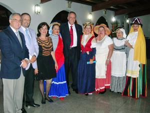 Antonio Álamo, Juan Santana, Eddy Cejas, Cándido Padrón y directivas de la Asociación Amigos del Garoé.