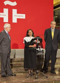 Víctor García de la Concha, Carmen Millán de Benavides y Fernando Carrillo Flórez inauguraron la muestra.