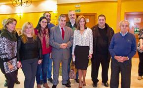 Alfonso Garrido (centro), con dirigentes de las asociaciones de retornados.