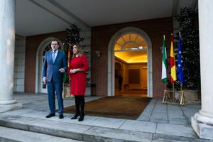 Rajoy recibió a Díaz a las puertas de La Moncloa.