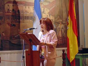 La presidenta Ana María Cidrás dirigiéndose al público en la reapertura del salón 'Visiones de España'.