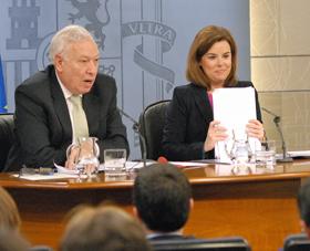 El ministro de Asuntos Exteriores, José Manuel García-Margallo, y la vicepresidenta del Gobierno, Soraya Sáenz de Santamaría.
