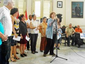 Aurora Pita recitó un poema de Adolfo Martí Fuentes.