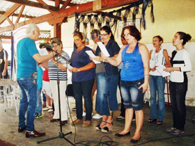 Interpretando el himno gallego.