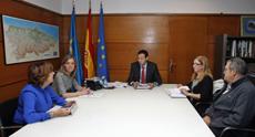 Begoña Serrano, Esther Díaz, Guillermo Martínez, Pilar Burgo y otro miembro de AEERA.