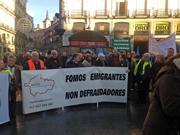 Emigrantes retornados gallegos en una manifestación en Madrid.
