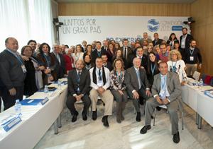 Mariano Rajoy con los miembros del Consejo de Españoles Residentes en el Exterior del PP.