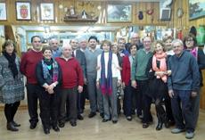 Miranda con socios y directivos del Centro Gallego de Móstoles.
