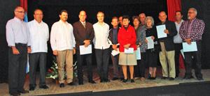La nueva Junta Directiva de la FSGC junto a las autoridades diplomáticas, consulares y el secretario xeral da Emigración.