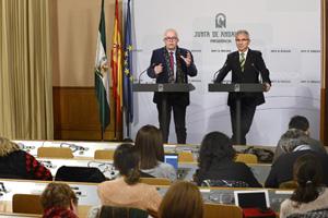 El consejero José Sánchez Maldonado, y el portavoz de la Junta, Miguel Ángel Vázquez, informaron tras el Consejo de Gobierno.