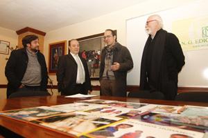 Anxo Lorenzo (2º por la derecha) y el resto de la comitiva en la visita a Nova Galicia Edicións.
