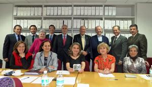 Aurelio Miras Portugal con los miembros del CRE de México.