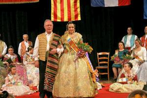 El presidente de la Casa Regional Valenciana de París, Joaquín Ros, y la Fallera Mayor Eva Chiral.