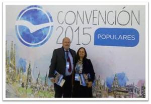 Alejandra Vilalta con Miguel Ángel Tascón, presidente de Honor del PP en México, en la Convención Popular de 2015.