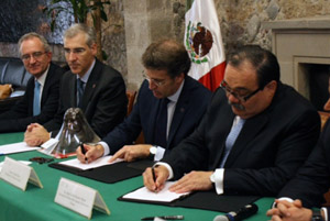Alberto Núñez Feijóo y  Jorge Carlos Ramírez Marín firmaron el acuerdo.
