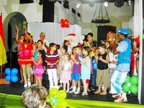Hubo juegos de participación y la actuación de los payasos 'Chocolina' y 'Pirulón'.