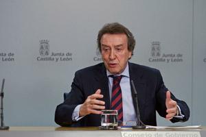 El consejero de la Presidencia, José Antonio de Santiago-Juárez, explicó los acuerdos adoptados en la reunión del Gobierno del pasado día 19.