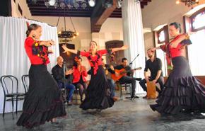 Momentos de la presentación de la compañía de baile flamenco 'ECOS'.
