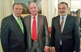 Con el presidente del Centro Gallego, Jorge Torres y el embajador Roberto Varela.