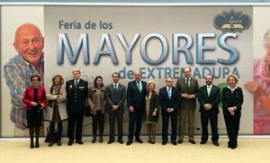 El consejero de Salud y Política Sociosanitaria, Luis Alfonso Hernández Carrón (3º por dcha.), con el resto de autoridades.