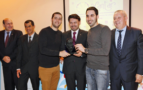 Rodríguez Miranda entregó el galardón a Dani Guzmán y Julio Sotomayor, del restaurante 'Nova' de Ourense.