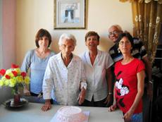 Pura Álvarez Álvarez junto a su familia celebró su 101 cumpleaños..