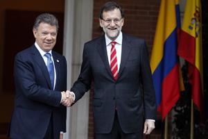 Rajoy saluda al presidente de Colombia, Juan Manuel Santos, antes de su reunión.