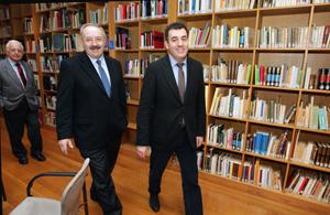 Ramón Villares y Román Rodríguez, en su encuentro en la sede del Consello da Cultura.