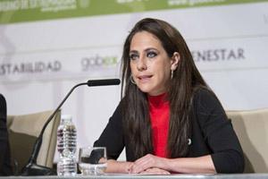 La consejera de Empleo, Marian Muñoz, explicó el caso de los cursos de formación.