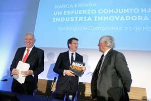 El presidente de la Xunta, Alberto Núñez Feijóo, coincidió con el ministro de Asuntos Exteriores, José Manuel García Margallo (izq.), en el acto de Marca España.
