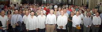 Alfonso Rueda, con Antonio Rodríguez Miranda, Juan Francisco Montalbán y otras autoridades en el acto con representantes de la colectividad gallega reunidos en el Centro Gallego de La Habana.