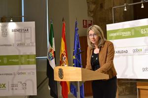 La vicepresidenta y portavoz del Ejecutivo extremeño, Cristina Teniente, informó de las medidas aprobadas en el Consejo de Gobierno.