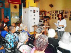 Mª de los Ángeles Rabanillo presentó a la conferenciante.
