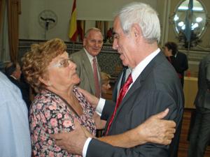 El director general de Migraciones recibió el cariño de los emigrantes.