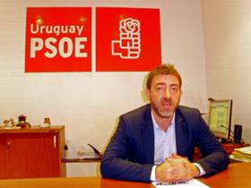 Roberto Jiménez en la sede del PSOE en Montevideo.